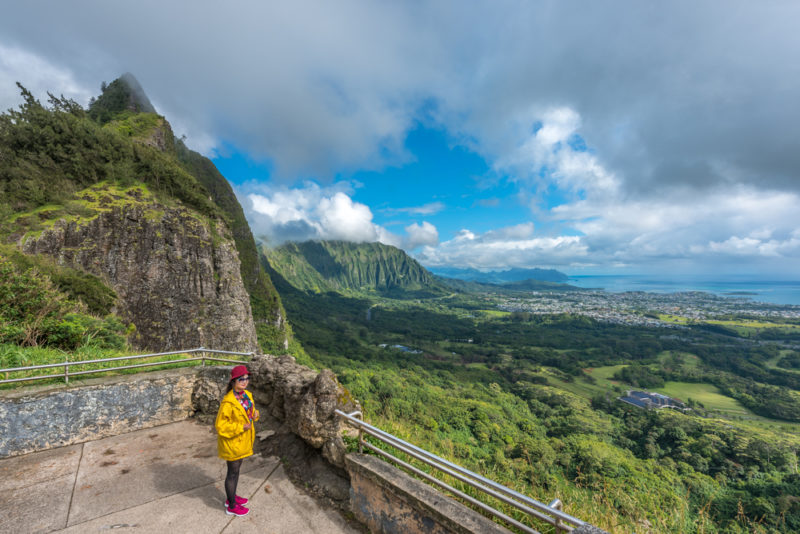Nuuanu Pali lookout sightseeing the Koolau mountains.