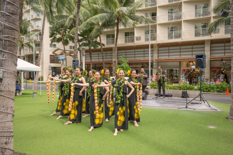 A free hula performance in Waikiki | Theodore Trimmer / Shutterstock.com