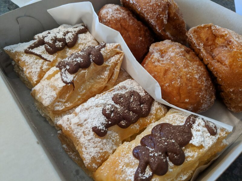 This time I got Paalaa Kai Bakery's snow puffies and malasadas for the road!
