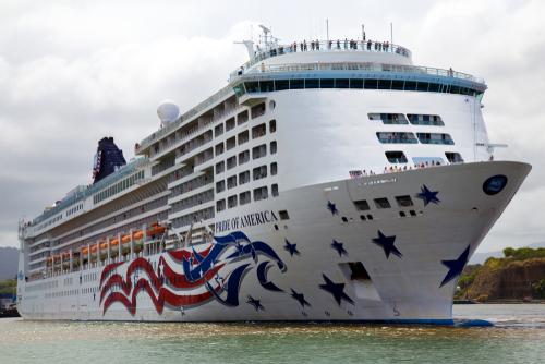 The Pride of America as it leaves Nawiliwili Harbor in Kauai. Editorial credit: A. Michael Brown / Shutterstock.com