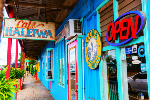 Colorful shops and restaurants line the roads of Haleiwa Town. Editorial credit: Christian Mueller / Shutterstock.com