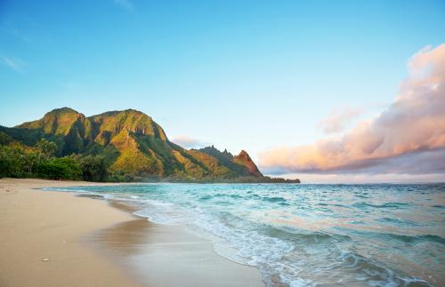 Best beaches in Hawaii: Tunnels Beach. Hawaii travel. Things to do in Kauai. Things to do in Hawaii.