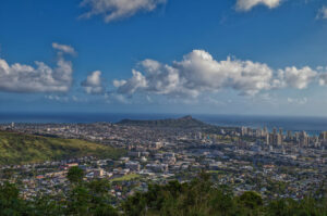 Early March on a warm, winter afternoon with a view of Honolulu and Diamond Head. Editorial credit: Theodore Trimmer / Shutterstock.com