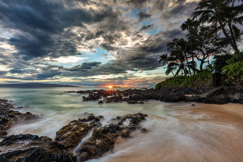 Best beaches in Hawaii: Paako Cove (Secret Cove). Hawaii travel. Things to do in Maui. Things to do in Hawaii.